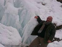 Hakkari-Çukurca yolunda kartpostallık buz kütleleri