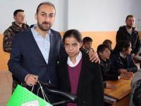 Önder Derneği sınırdaki öğrencileri sevindirdi