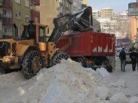 Hakkari çarşısı kardan temizleniyor!