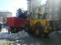 Hakkari'de kar Birikintileri şehir dışına çıkartılıyor