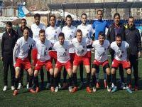 Yüksekova Belediyespor şampiyonluğa ilerliyor