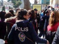 İzinsiz gösteriye polis müdahalesi: 21 gözaltı!