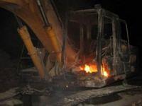 Şemdinli'de 1 iş makinesini yandı!