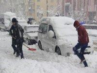 Van'da kar yağışı 14 yerleşim yeri ulaşıma kapandı