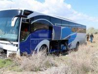 Yolcu otobüsü tarlaya girdi: 10 yaralı!