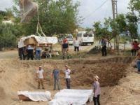 Cami inşaatında lahit ve küpler bulundu!