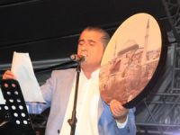 Türkücü Aydın Aydın Hakkari'de ilahi konseri verdi