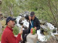 Hakkarili dağcılar 4 mevsimi bir arada yaşadı!