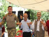 Şemdinli'de asker halkla halay çekti!