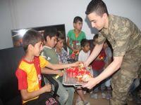 Dağlıcalı çocuklardan Mehmetçik'e ziyaret