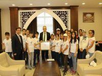 Kamptan dönen öğrenciler Vali Toprak'ı ziyaret etti!