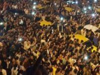 İran, Referandum'u kutlayanları tutukluyor!