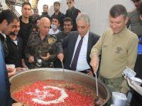 Emniyet ve Jandarma 2 bin kişiye aşure dağıttı!