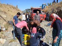 Yüksekova'da mülteciler kaza yaptı: 66 yaralı!