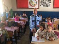 Hakkari polisi öğrencileri sevindirdi!
