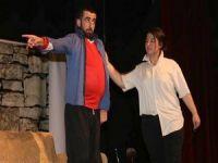 """Vali Toprak 'Mamoş""""adlı tiyatro oyununu izledi!"""