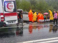 Tur otobüsü devrildi: 15 yaralı!