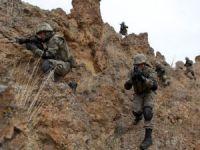 """Çukurca'da kayalıklardan düşen asker şehit oldu"""""""