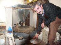 Ermenilerden kalma değirmende tahin üretimi