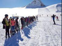 Hakkari'de 8500 öğrenciye kayak eğitimi