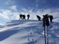 Hakkarili dağcılar yeni yılın ilk kış tırmanışını yaptı