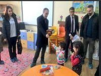 Başkan Epcim karne ve hediyeler dağıttı!