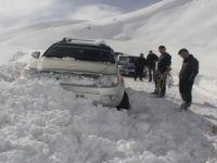 Kayak merkezi yolunda mahsur kalanlar kurtarıldı!