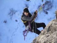Dağcılık eğitimi alan öğrenciler ilk kaya tırmanışına başladı