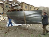 Hakkari'de şiddetli fırtına maddi hasara yol açtı