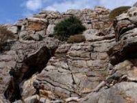 Kayalıklardan düşen kadın hayatını kaybetti