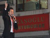 Sanatçı Kasım Alper Özdemir Hakkari'de konser verdi
