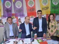 HDP Yüksekova'da seçim bürosunu ziyaret etti