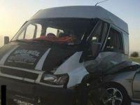 Otomobil ile minibüs çarpıştı: 2 yaralı!