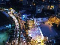 AK Parti  önündeki kalabalık havadan görüntülendi