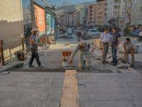 Hakkari'de kaldırım yapımında ilk imalat başladı