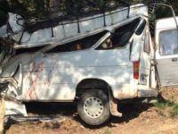 Düğün minibüsü devrildi: 2 ölü, 8 yaralı