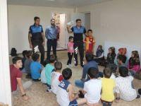 Hakkari polisi çocuklara boğulma eğitimi verdi