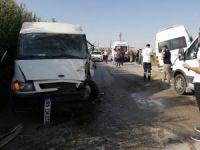 2 minibüs kafa kafaya çarpıştı: 1 ölü, 3 yaralı