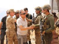 Vali Toprak, askerlerle bayramlaştı