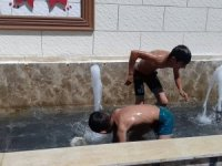 Hakkari'deki sıcaklar en çok çocukları bunalttı
