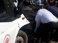 Yolcu minibüsü ile otomobil çarpıştı: 12 yaralı...