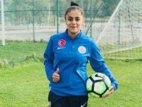 Hakkarili kadın futbolcu Ceyhan mili takıma çağrıldı