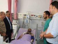Vali Toprak, yaralı askeri ziyaret etti
