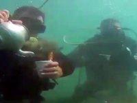Van Gölü derinliklerinde mangal, semaver çayı keyfi