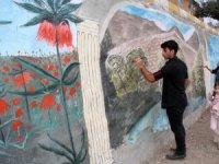 Tarihi doku ile istinat duvarları süslendi