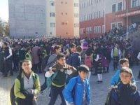 Korkutan deprem! Okullar tatil edildi
