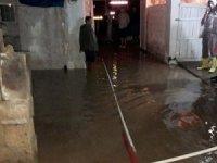 Ev ve iş yerleri sular altında kaldı