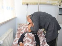 Bakan Soylu, yaralı askerleri anlından öptü