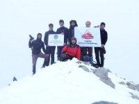 Hakkari dağcıları kürek dağına tırmandılar