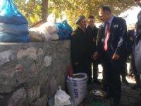 Vali Akbıyık , Çukurca'da halkla kaynaştı